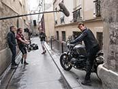 《碟中谍6:全面瓦解》摩托车戏拍摄现场高清剧照图片