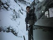 《碟中谍6:全面瓦解》直升机上激战高清剧照图片