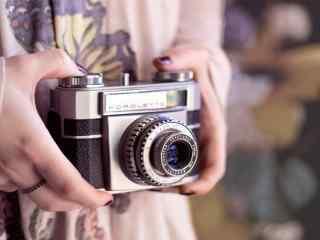 手拿照相机唯美意