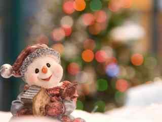 抱着小房子微笑的雪人玩偶桌面壁纸