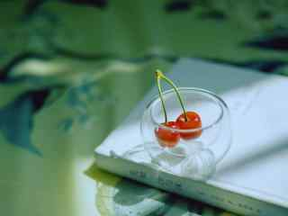 小清新樱桃静物图片桌面壁纸