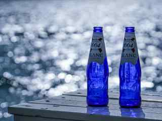 大理洱海湖边酒瓶