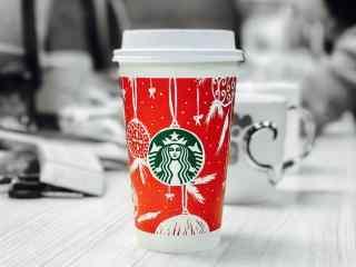 星巴克红色圣诞杯简约图片桌面壁纸