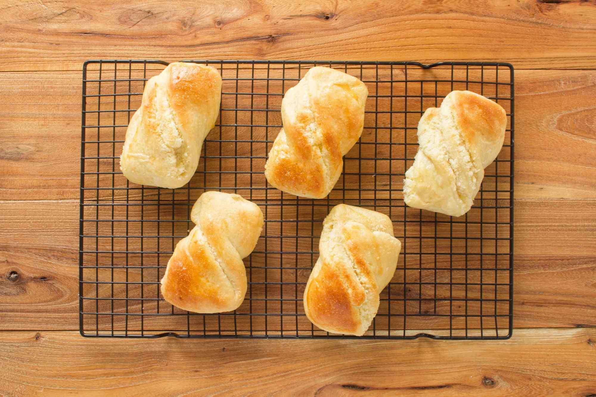 黄色小清新面包图片高清美食壁纸
