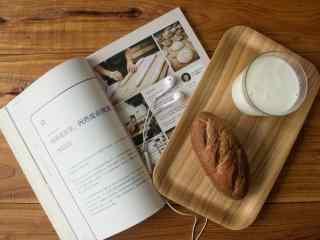 面包配牛奶美味下午茶图片高清桌面壁纸