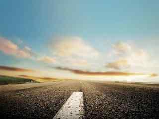 阳光照射的公路桌面壁纸