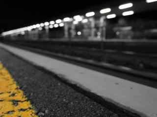 寂静的火车站台桌