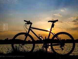 夕阳下的炫酷单车桌面壁纸