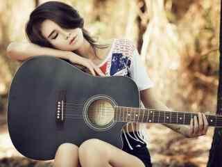 唯美美女抱着吉他
