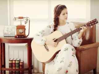小清新唯美少女弹奏吉他桌面壁纸