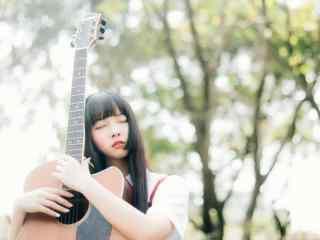 文艺少女与吉他高清桌面壁纸
