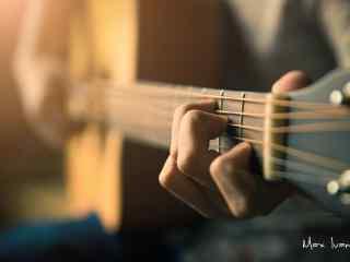 唯美文艺弹奏吉他桌面壁纸