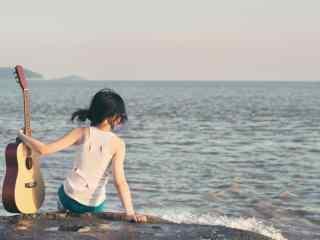 小清新海边美女与吉他桌面壁纸