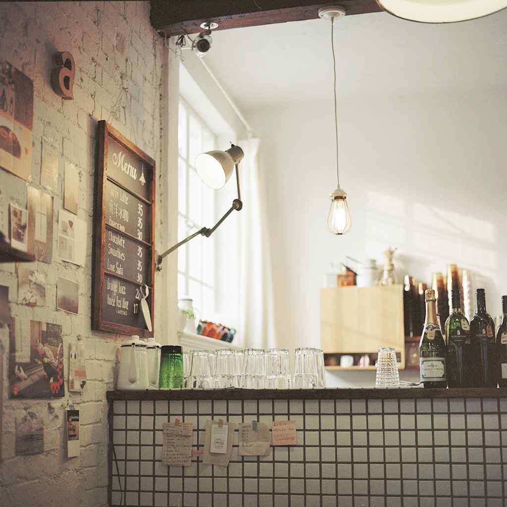 唯美咖啡屋_唯美好看的咖啡馆文艺吧台桌面壁纸 -桌面天下(Desktx.com)