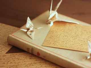 创意千纸鹤和手写信桌面壁纸