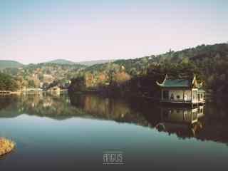 唯美庐山湖面上的风光桌面壁纸