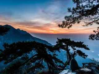 日出云霞下的庐山桌面壁纸
