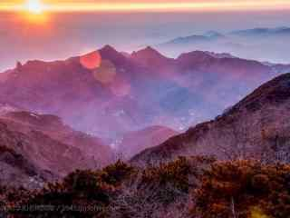 夕阳光晕下的泰山桌面壁纸