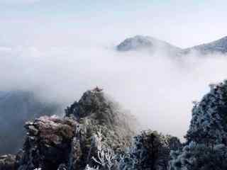 高耸入云的庐山山峰桌面壁纸