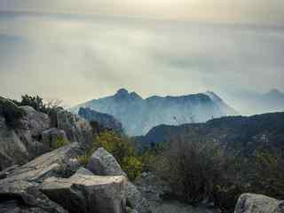 唯美壮丽的泰山山峰桌面壁纸