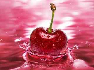 色泽鲜艳的水中红樱桃高清桌面壁纸