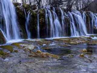 山水瀑布间的青苔