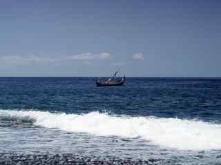 巴厘岛孤独的小船