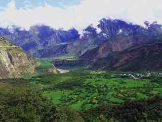 雅鲁藏布江大峡谷桌面壁纸
