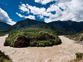 蓝天下的雅鲁藏布江大峡谷桌面壁纸