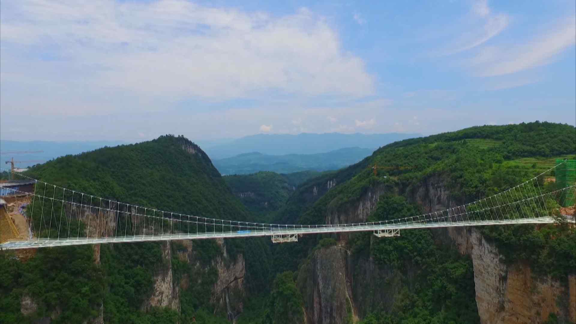 张家界风景之玻璃桥远观桌面壁纸