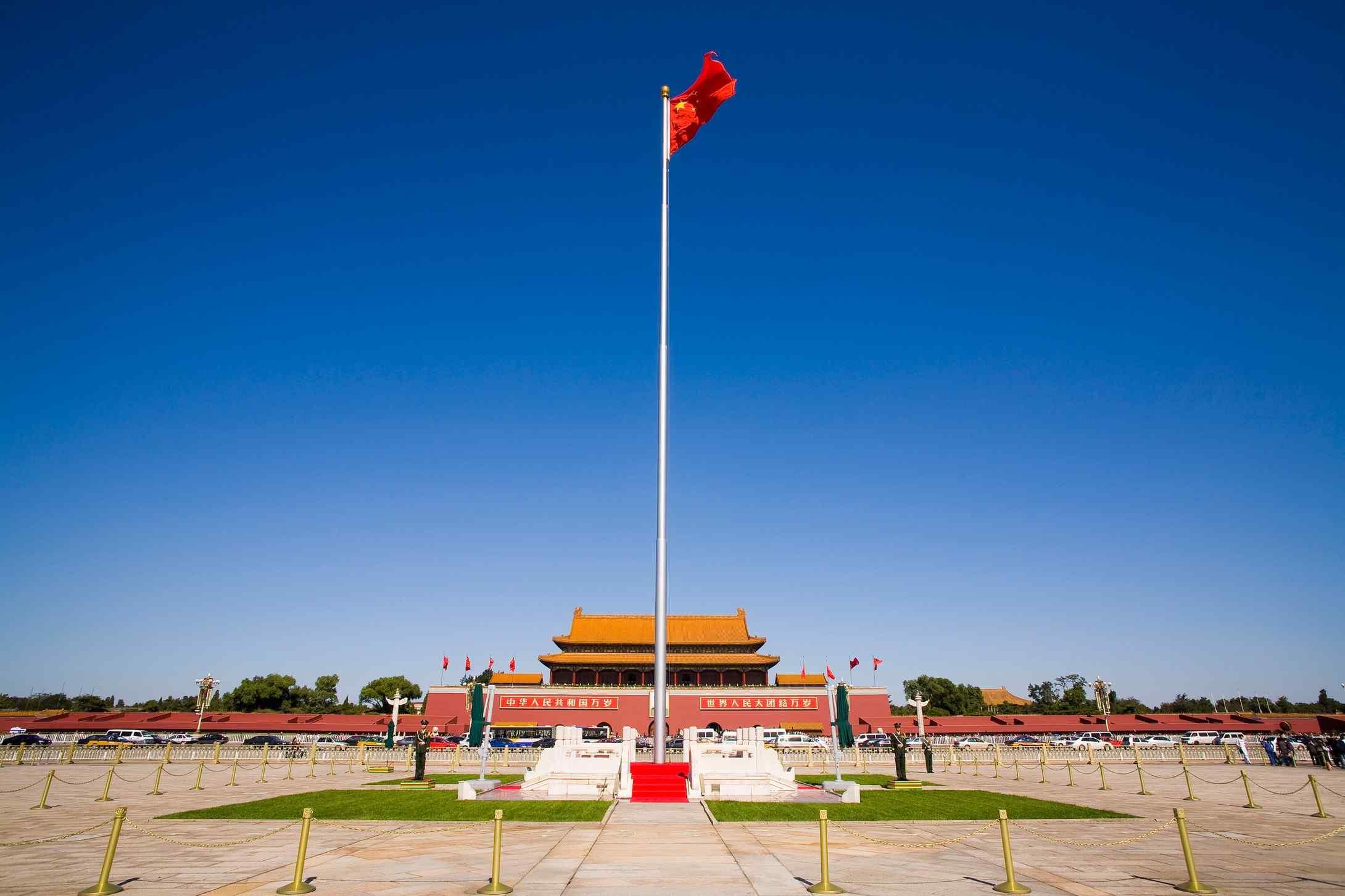 鼠标指针win8_北京风景之天安门国旗飞扬桌面壁纸 -桌面天下(Desktx.com)