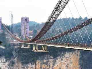 张家界玻璃桥完工前期桌面壁纸