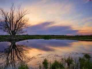 倒映在湖面的晚霞风景艺术电脑桌面壁纸