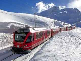 红色火车穿越雪山静谧唯美图片桌面壁纸