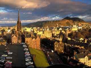 苏格兰爱丁堡晨光中的城市风景图片高清桌面壁纸