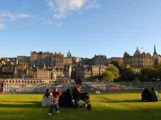 苏格兰爱丁堡悠闲城市风景图片高清桌面壁纸