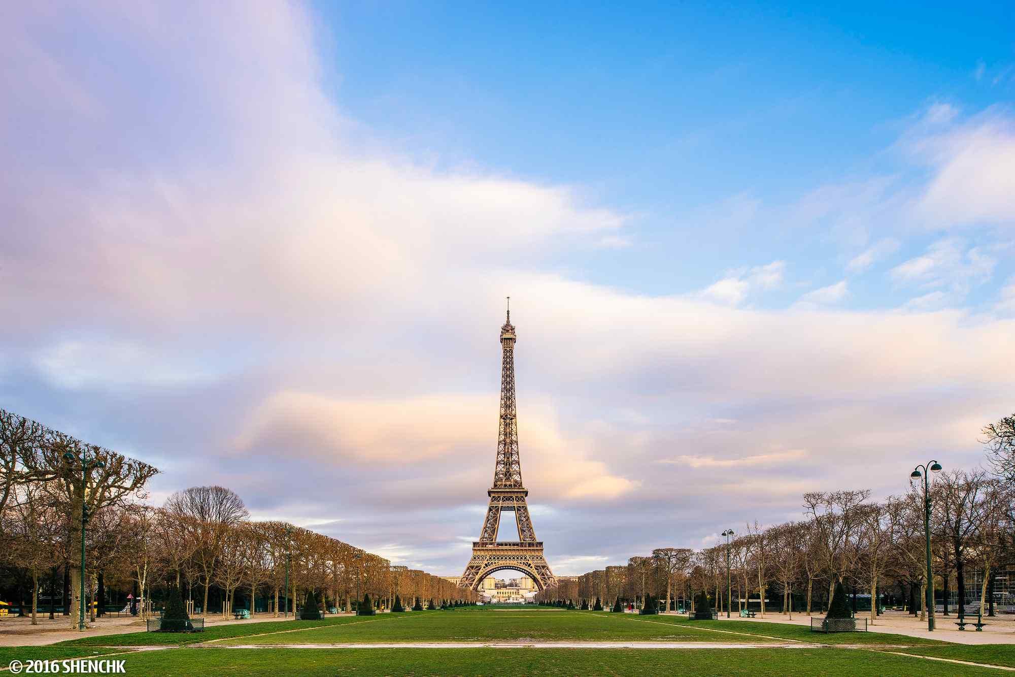埃菲尔铁塔桌面主题_唯美法国埃菲尔铁塔桌面壁纸 -桌面天下(Desktx.com)