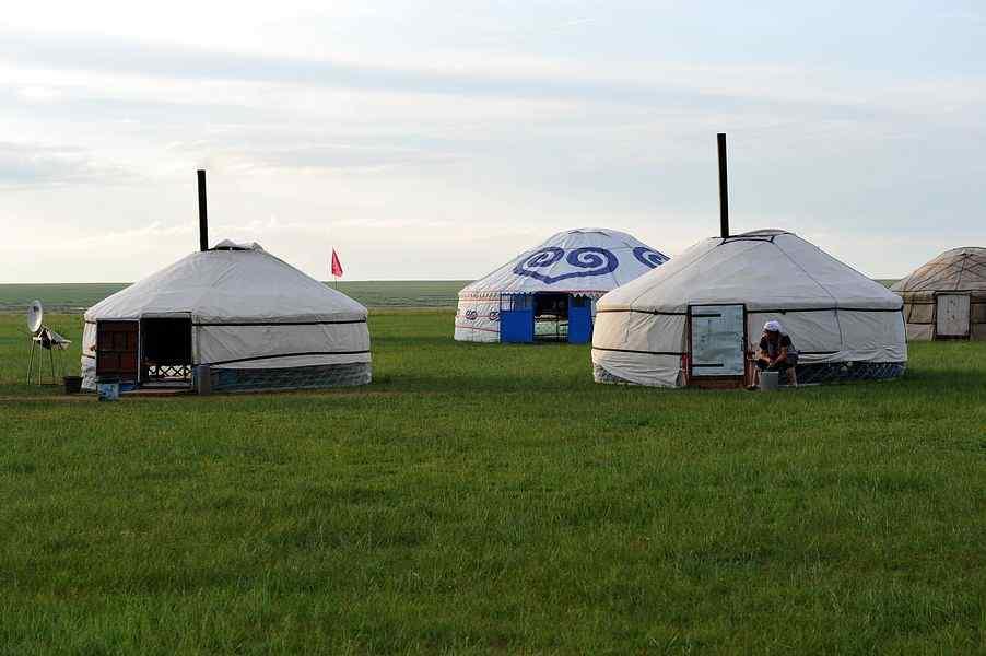 草原牧民蒙古包高清图片电脑桌面壁纸