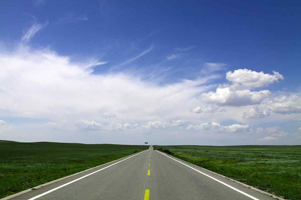 内蒙古草原公路高清电脑桌面壁纸