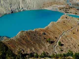 尼泊尔蓝色湖泊自然风景高清电脑壁纸