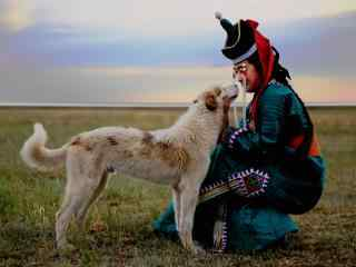 蒙古草原牧民与狗高清电脑桌面壁纸