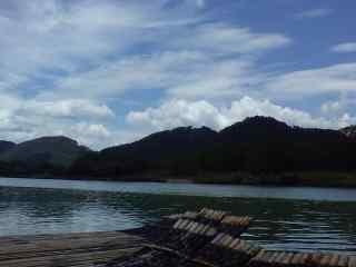仙居青山绿水水上木筏桌面壁纸