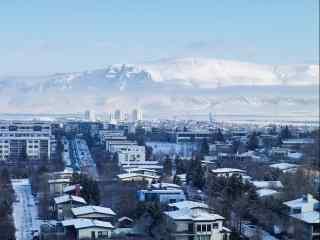 冰岛首都雷克雅未克清晨雪山城市雪景图桌面壁纸