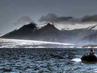 瑰丽壮观的冰岛山川湖泊风光桌面壁纸