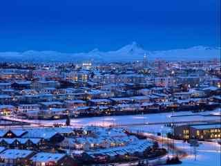 冰岛首都雷克雅未克华灯初上唯美夜景桌面壁纸