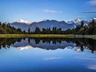 唯美新西兰的镜湖风景壁纸