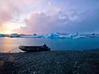 冰岛日落绮丽湖泊风光桌面壁纸