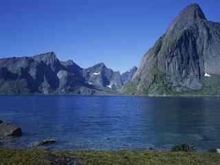 冰岛清新山川湖泊风光桌面壁纸