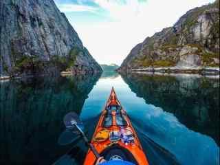 挪威皮划艇峡湾风景高清电脑桌面壁纸