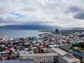 冰岛首都雷克雅未克美丽的城市风光桌面壁纸